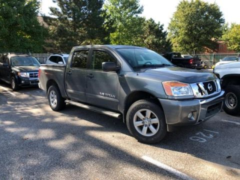 Pre-Owned 2014 Nissan Titan 4WD Crew Cab SWB SV